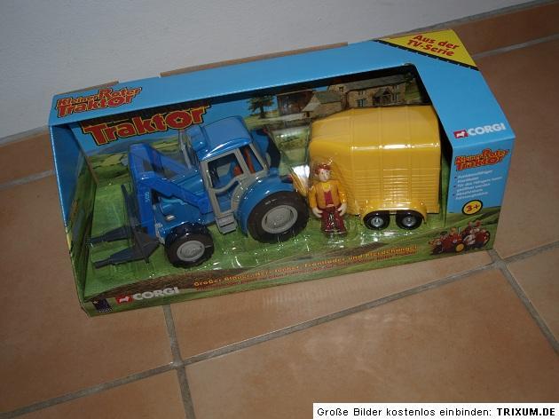 kleiner roter traktor gro er blauer mit pferdeanh nger. Black Bedroom Furniture Sets. Home Design Ideas